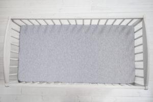Prostěradlo Sleepee We Care pastelová šedá 140×70 cm