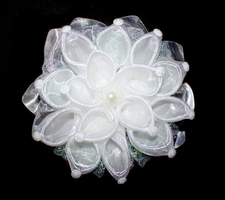 Velký bílý květ