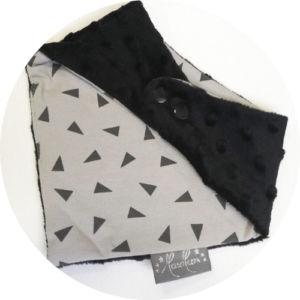 nákrčník trojúhelníky šedé / černé dot minky