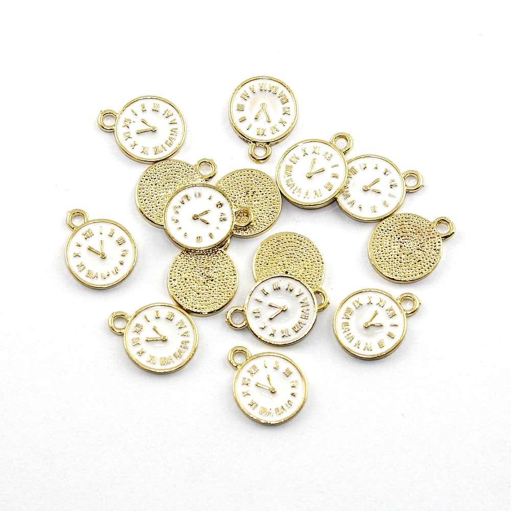 Kovový přívěsek – zlatý – bílý ciferník – 17 x 13 x 1,5 mm – bílý – 1 ks