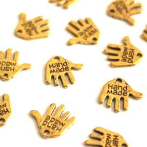 """Kovový přívěsek – zlatý – dlaň s nápisem """"hand made"""" – 12,5 x 12 x 0,8 mm – 1 ks"""
