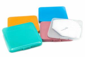 Hygienický obal z tvrdého plastu na roušku nebo respirátor