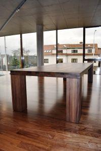 Jídelní ořechový stůl Artemis rozměr 76x90x180cm