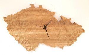 Hodiny dřevěné nástěnné HT 9946DB – Česká republika 76x43cm